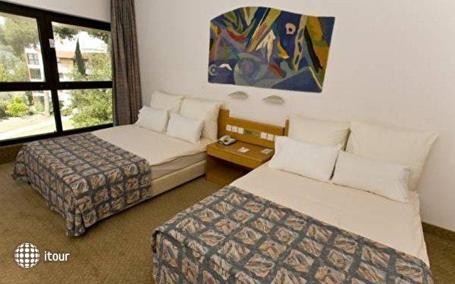 C Hotel Neve Ilan  8