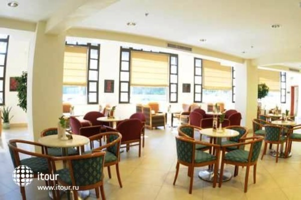 Ritz Hotel 4