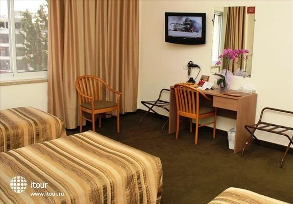Ritz Hotel 3