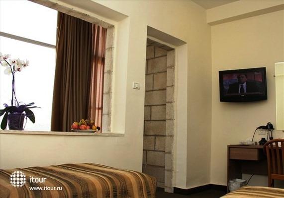 Ritz Hotel 6