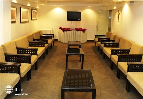 Ritz Hotel 10