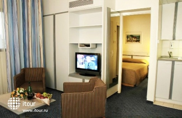 Best Western Regency Suites 6