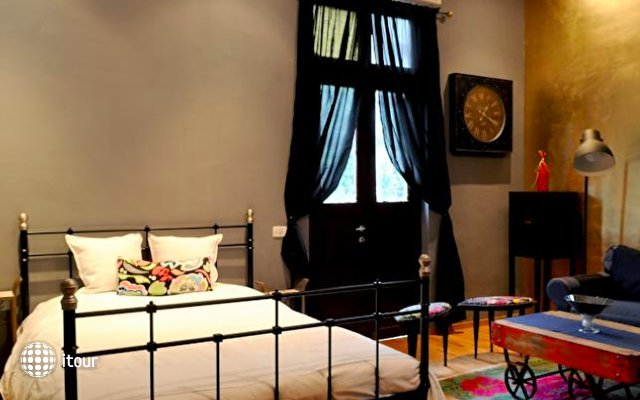 Eclectic Aparthotel 8