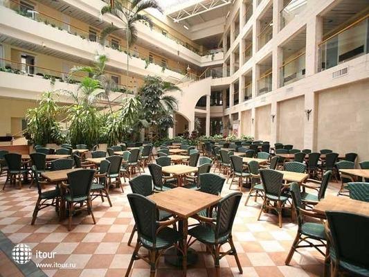 Holiday Inn Patio 2