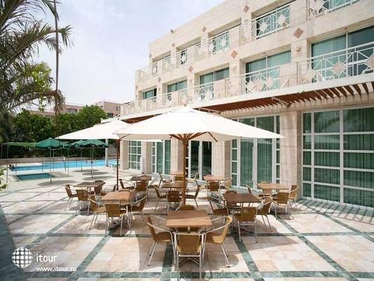 Holiday Inn Patio 4