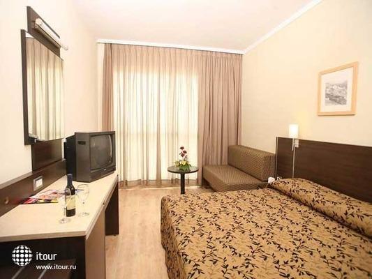 Holiday Inn Patio 5