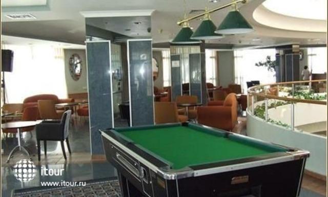 Holiday Inn Patio 6