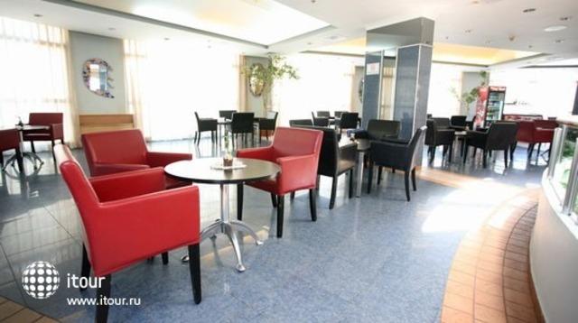 Holiday Inn Patio 8