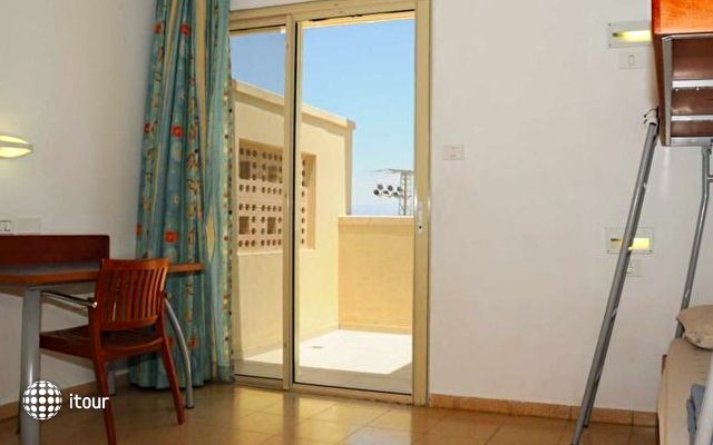 Massada Guest House & Youth Hostel 8