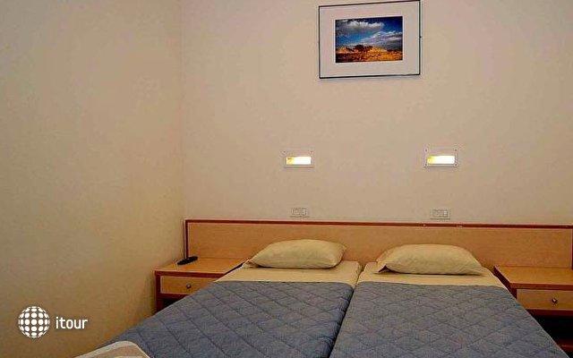 Massada Guest House & Youth Hostel 9