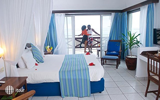 Voyager Beach Resort 10
