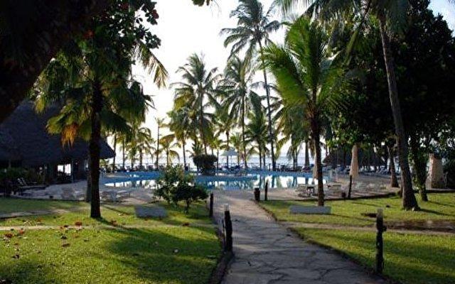 Tropical Beach Resort 4