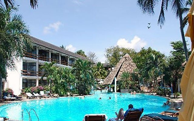 Travellers Beach Hotel & Club 6