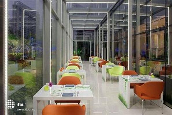 Radisson Blu Pudong Century Park 7