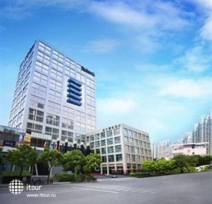Radisson Blu Pudong Century Park 1