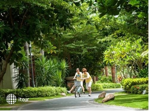 Grand Metro Park Resort 5