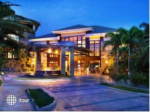 Grand Metro Park Resort 4