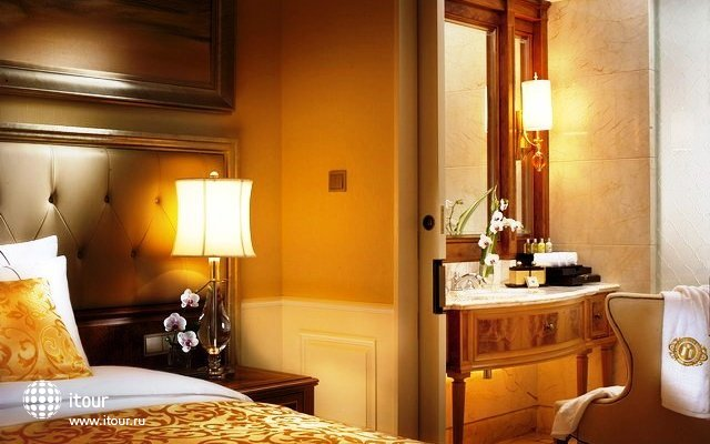 Grand Fortune Bay Hotel 10