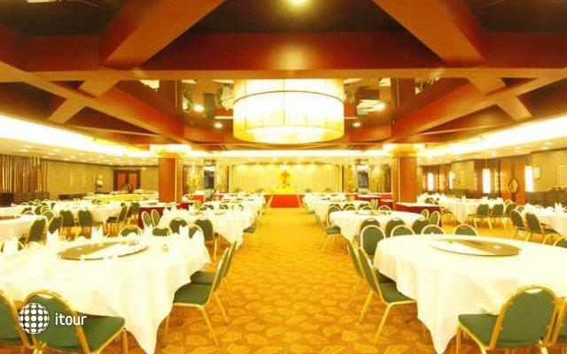 Royal Garden Hotel 4