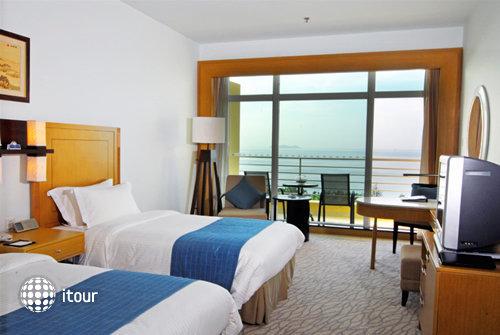 Days Hotel & Suites Sanya Resort 5