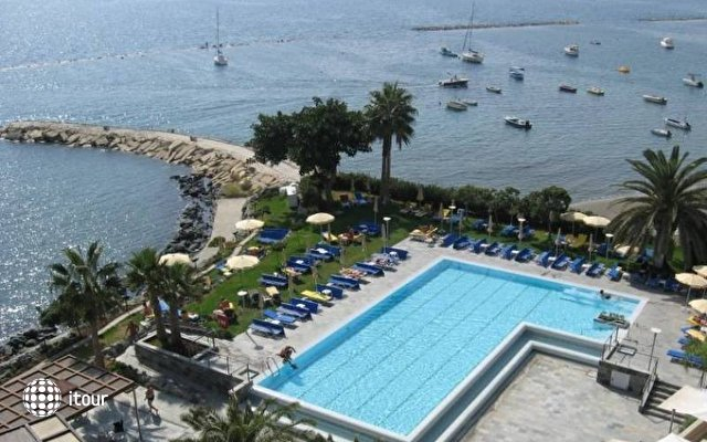 Crowne Plaza Limassol 8