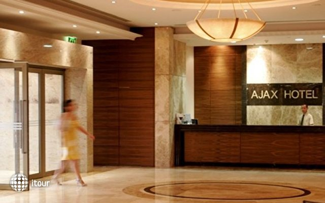 Ajax Hotel 9