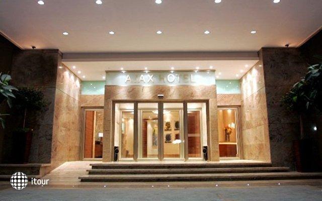 Ajax Hotel 8