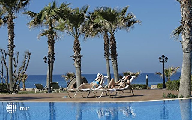 Aquamare Beach Hotel & Spa 9