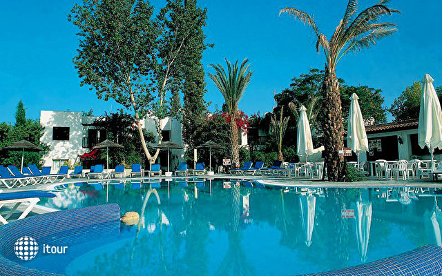 Paphos Gardens Holiday Resort 3