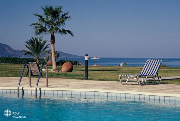 Natura Beach Hotel & Villas 6