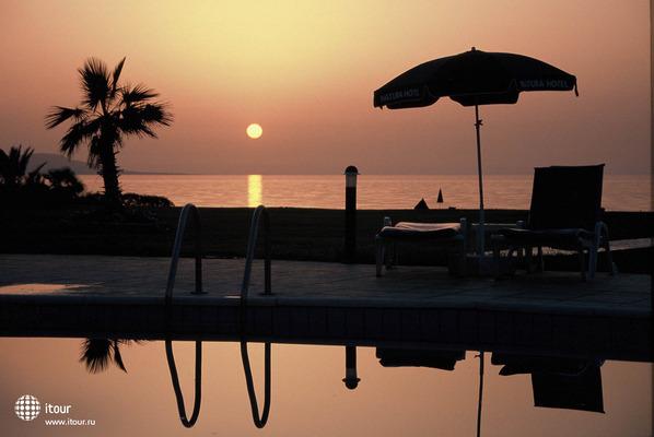 Natura Beach Hotel & Villas 7