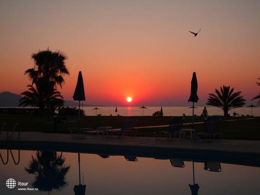 Natura Beach Hotel & Villas 8