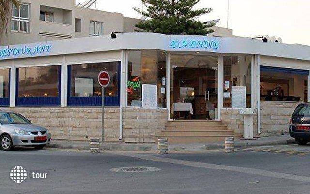 Daphne Hotel Apts 4