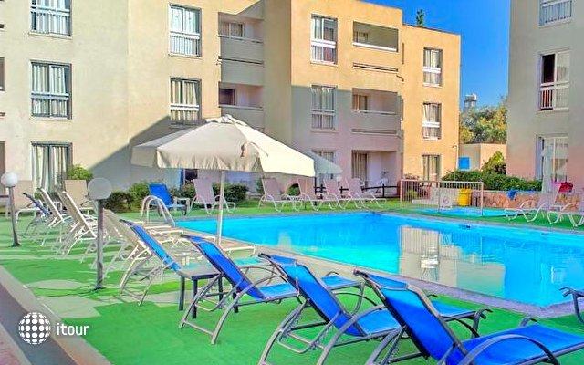 Daphne Hotel Apts 7