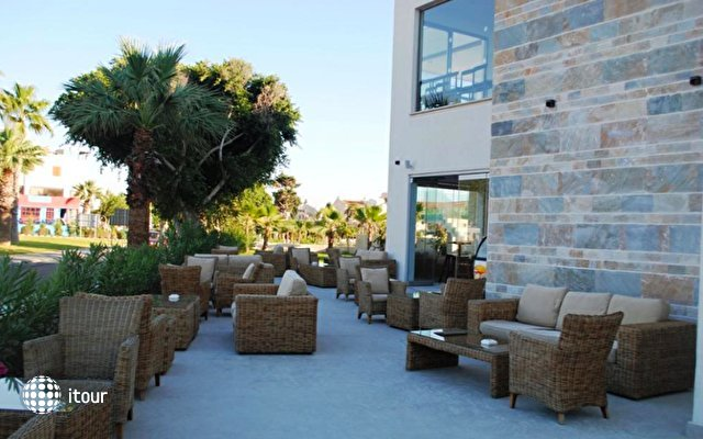 Amphora Beach Resort & Suites 8