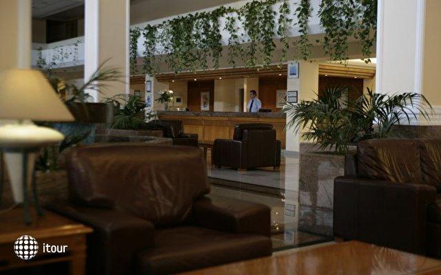 Avanti Hotel 5
