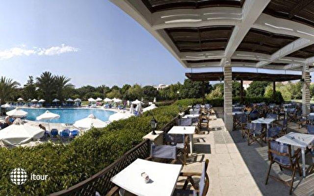 Avanti Hotel 4