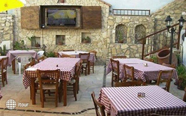 Antonis G Hotel 4