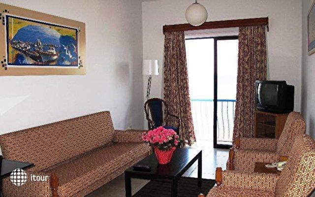 Augusta Hotel Apartments  8