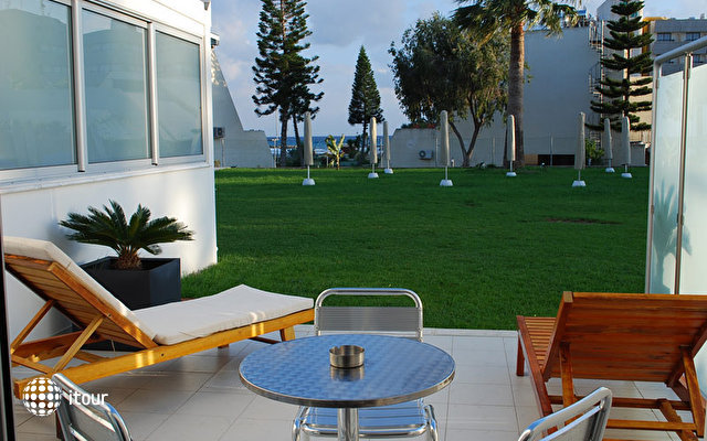Frixos Suites Hotel Apartments 7