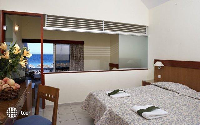Dome Beach Hotel & Resort 10