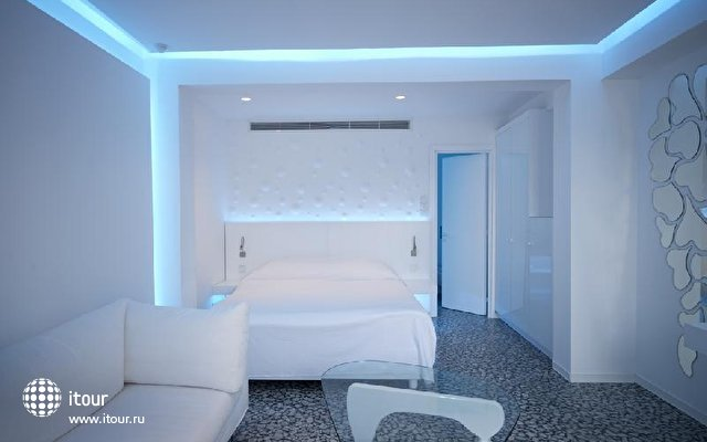 So White Boutique Suites 7