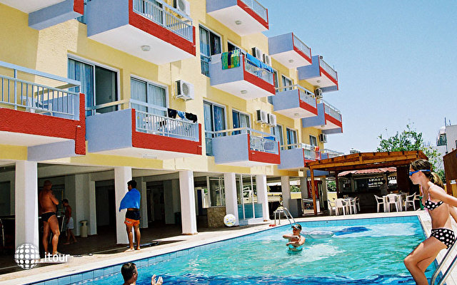Mastronapa Hotel Apartments 4