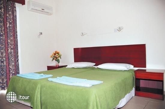 Eleana Hotel Apts 3