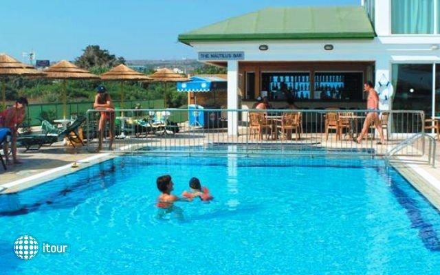Tasia Maris Sands Hotel 4