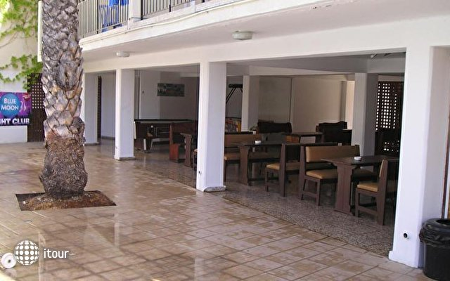 Pavlinia Hotel & Apartments  9