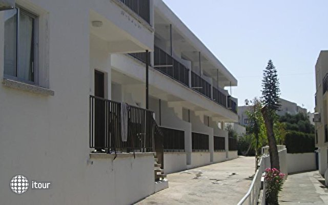 Pavlinia Hotel & Apartments  1