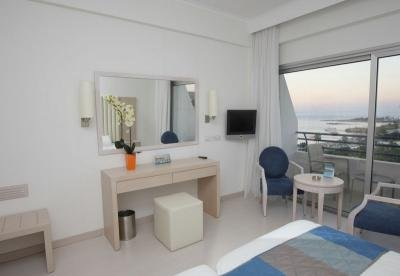 Vrissiana Beach Hotel 4