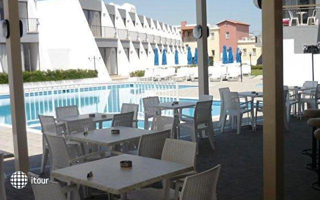 Pinelopi Beach Hotel 10