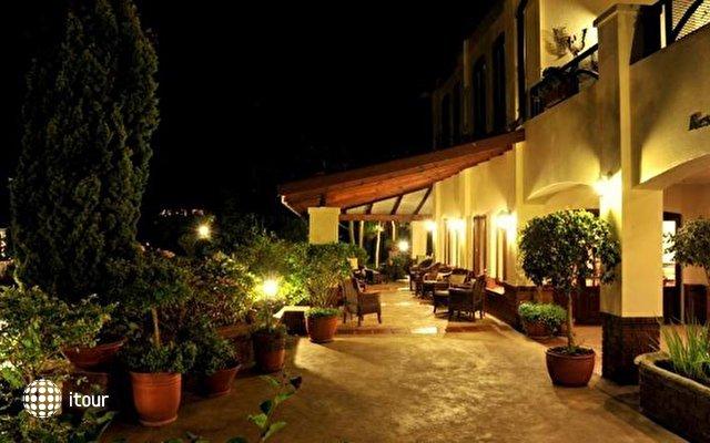 Oliver's Restaurant & Lodge 5